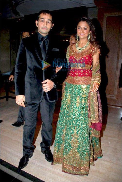 Coupling in 2009 1316104 bollywood news bollywood for Nisha bano husband name