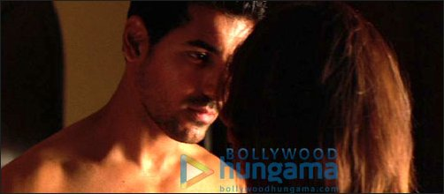 Check Out: John Abraham's intimate scene with Sonal Sehgal in Aashayein