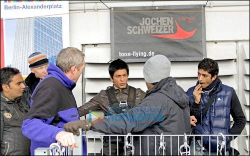 Check out: SRK takes 300 feet plunge for Don 2
