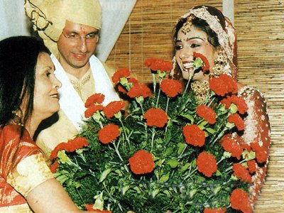 Stills from Raveenas Wedding, Mrs. Subrato Roy, Anil , Raveena