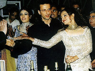 Stills from Raveenas Wedding, Raveena, Anil , Rakhee