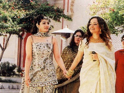 Stills from Raveenas Wedding, Raveena Tandon , Rakhee Tandon