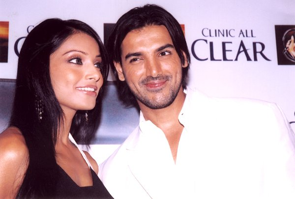 John-Bipasha launch Clinic All Clear, Bipasha Basu & John Abraham