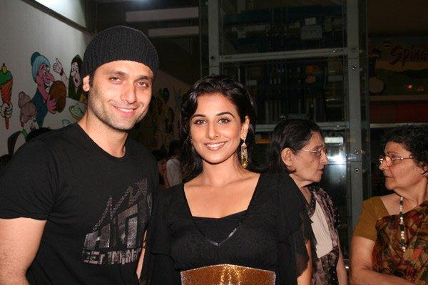 http://i.indiafm.com/memories/07/bhoolbhulaiyaapress/still4.jpg