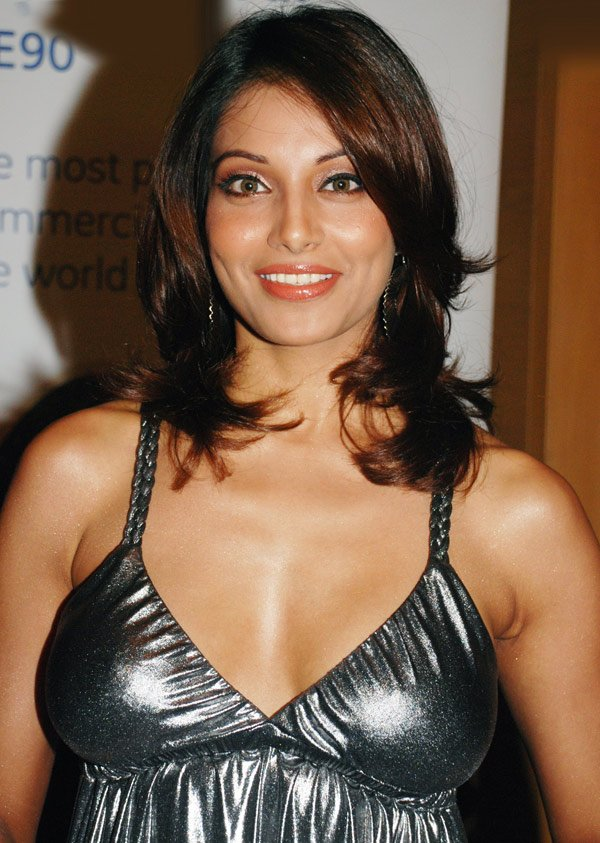 Wjay Hairstyle Suits Bips Best 806160 Bollywood News