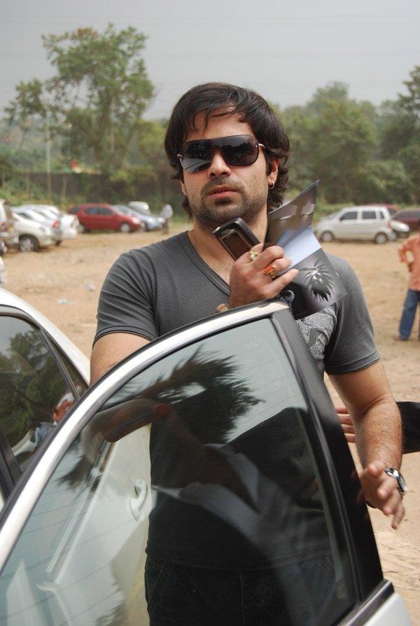 http://i.indiafm.com/memories/07/emraanatnse/still1.jpg