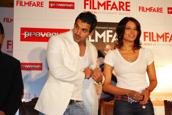 John-Bipasha launch Filmfares new issue, John Abraham, Bipasha Basu
