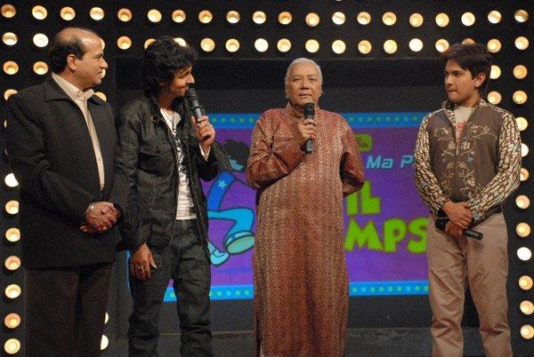 Mithun Chakraborty on Zee L'll Champs , Suresh Wadkar, Sonu Nigam, Ghulam Mustafa Khan, Aditya Narayan
