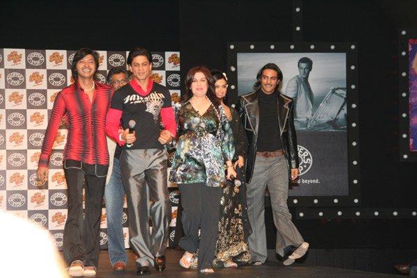 Om Shanti Om fashion show at Grand Hyatt, Shreyas Talpade, Shahrukh Khan, Farah Khan, Deepika Padukone, Arjun Rampal