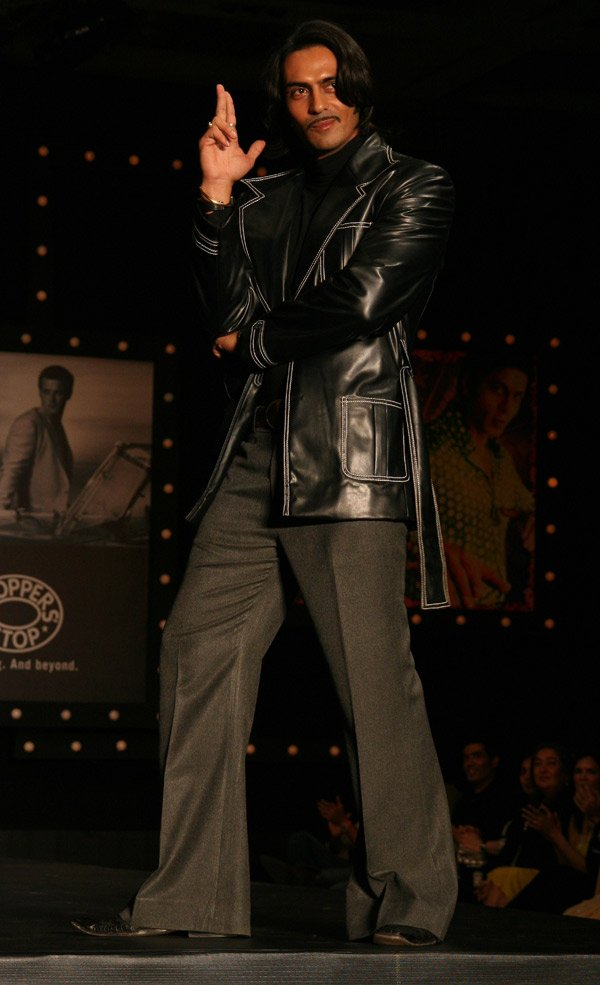 Om Shanti Om fashion show at Grand Hyatt, Arjun Rampal
