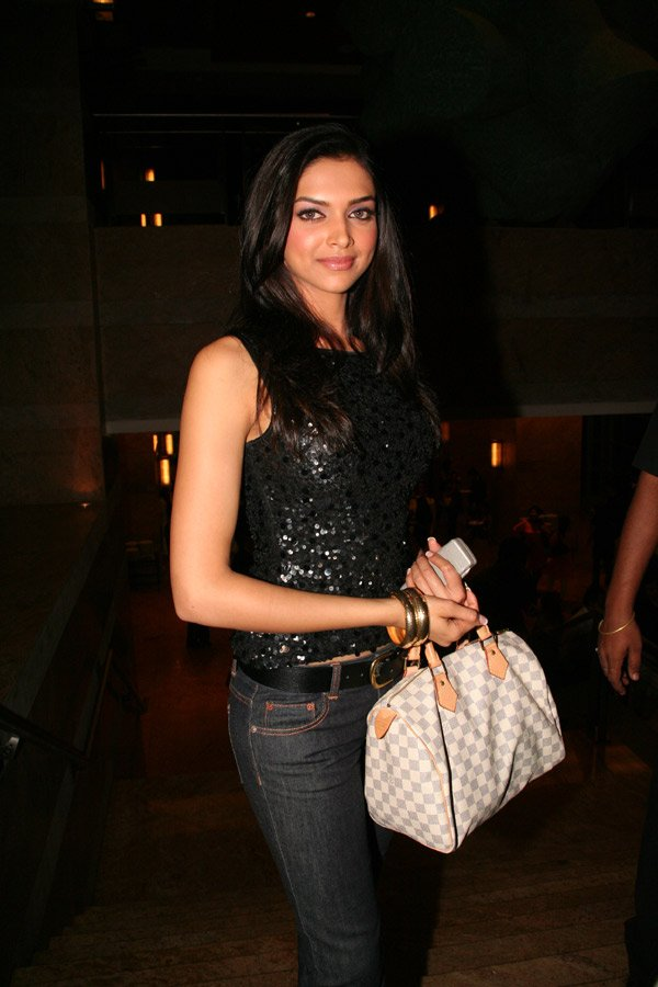 Om Shanti Om fashion show at Grand Hyatt, Deepika Padukone