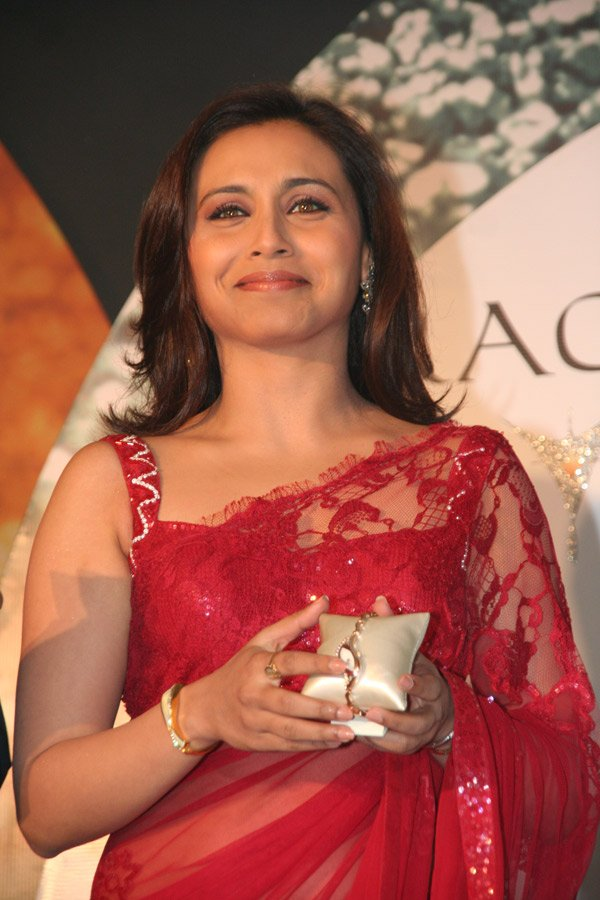 still2 RANI Mukherjee Launchin new Titan Watches In Sizzling Red Saree gallery actresses
