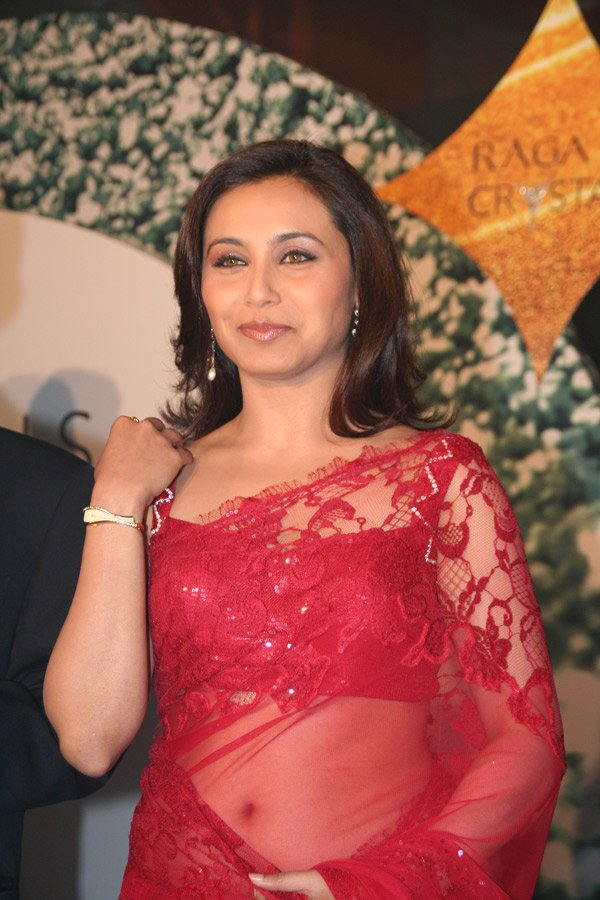 still4 RANI Mukherjee Launchin new Titan Watches In Sizzling Red Saree gallery actresses