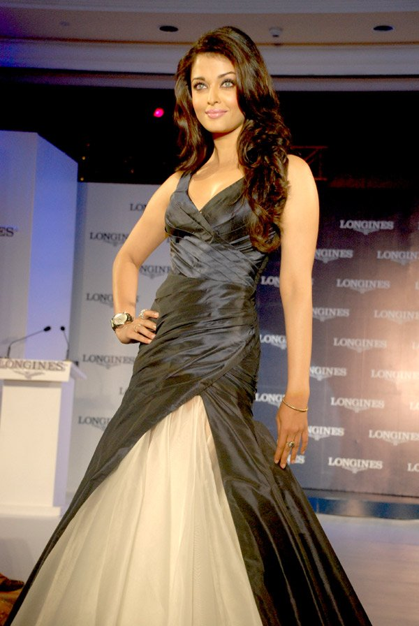 still3 - Aishwarya Rai Bachchan launches Longines Admiral