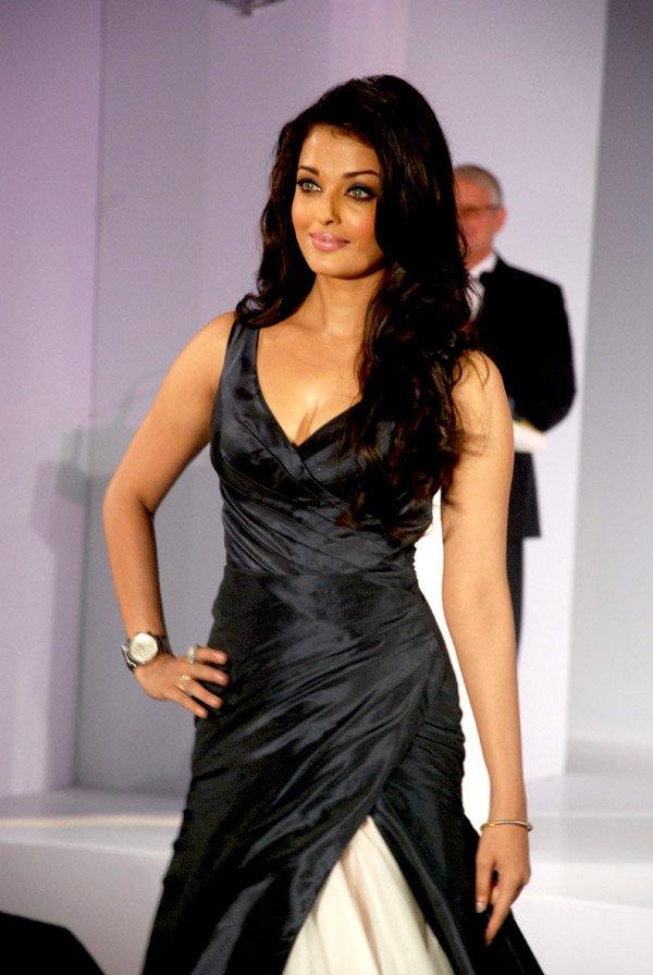 still4 - Aishwarya Rai Bachchan launches Longines Admiral