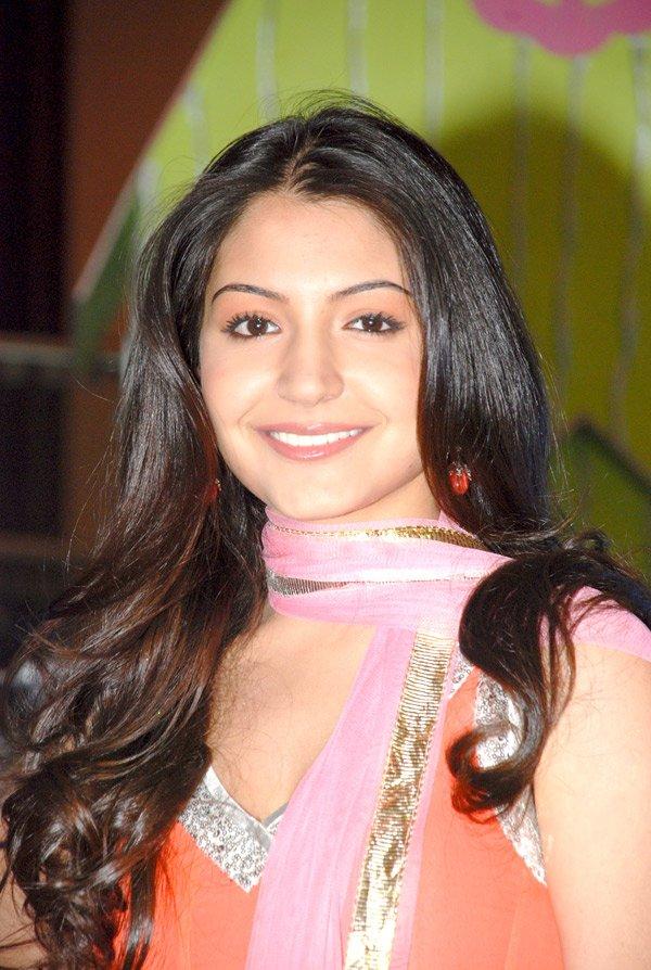 still3 - Anushka Sharma - smiles at Fame Malad