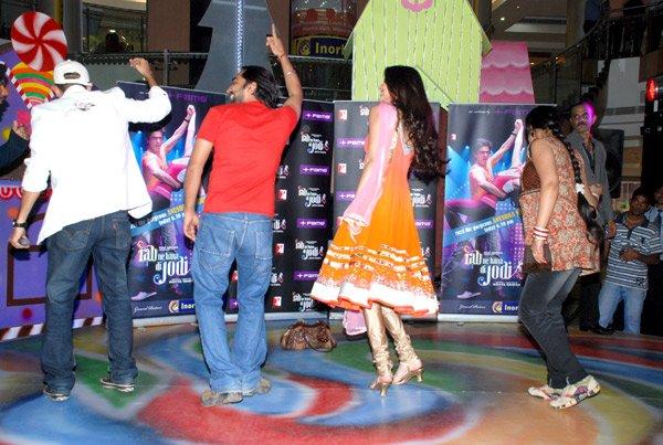 still4 - Anushka Sharma - smiles at Fame Malad