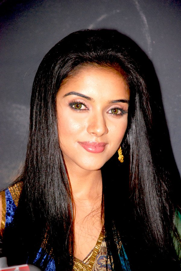 bollywood wallpapers asin with salman khans painting of