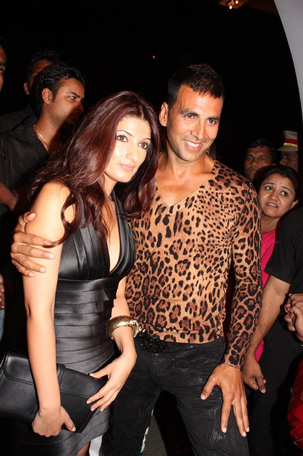 wallpapers of akshay kumar. Akshay Kumar And Twinkle: