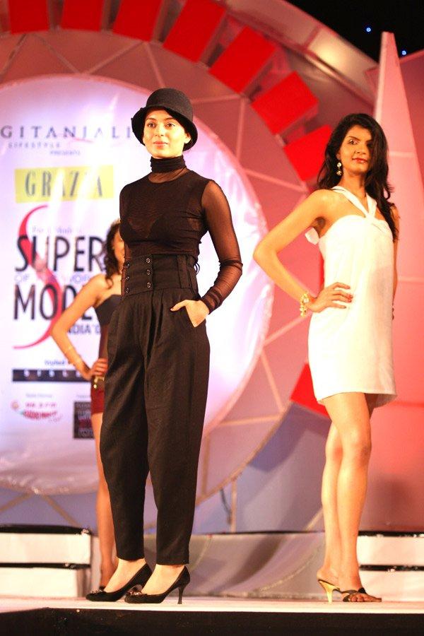 still2 - Kangna Ranaut at the finale of Ford Models'