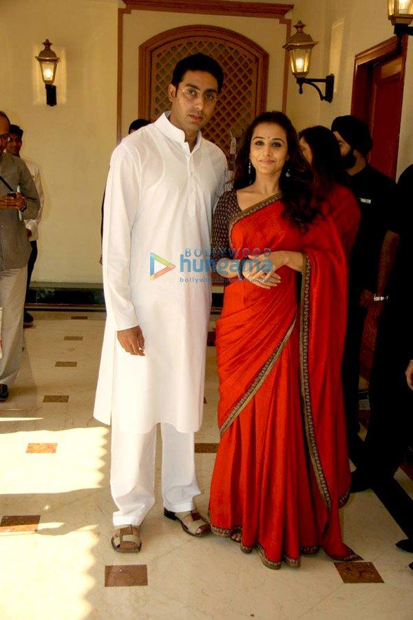 http://i.indiafm.com/memories/09/paawithbajajallianz/still9.jpg