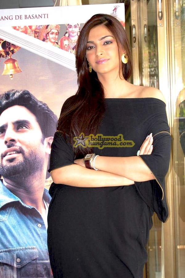 still8 - Sonam Kapoor striking a pose