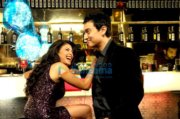 still2 Aamir Khan and Jacqueline Fernandes bollywood gallery