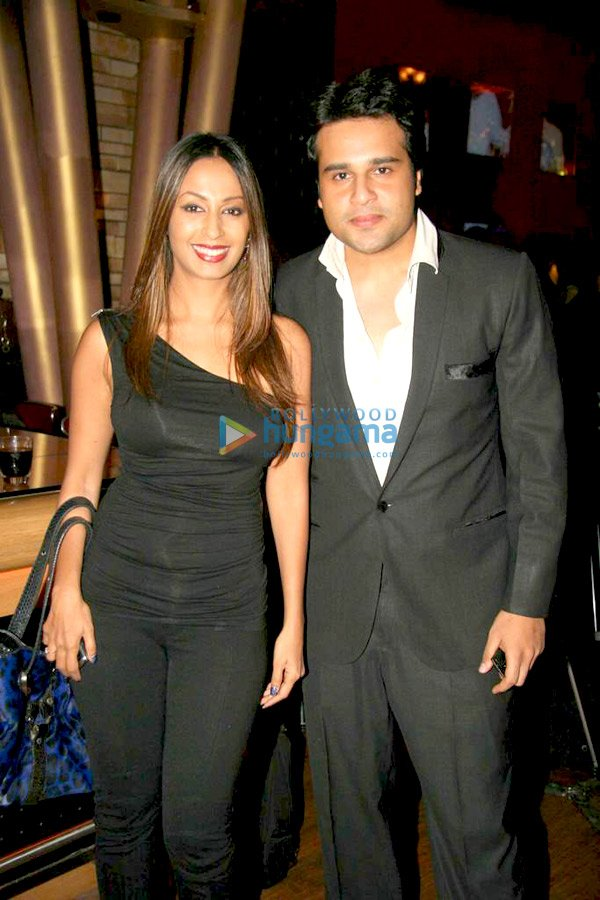 still2 Shaan and Kashmira Shah at Asif Bhamlas Diwali celebrations bollywood gallery