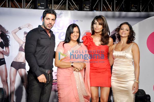 http://i.indiafm.com/memories/10/bipashajohnfitnessdvd/still5.jpg