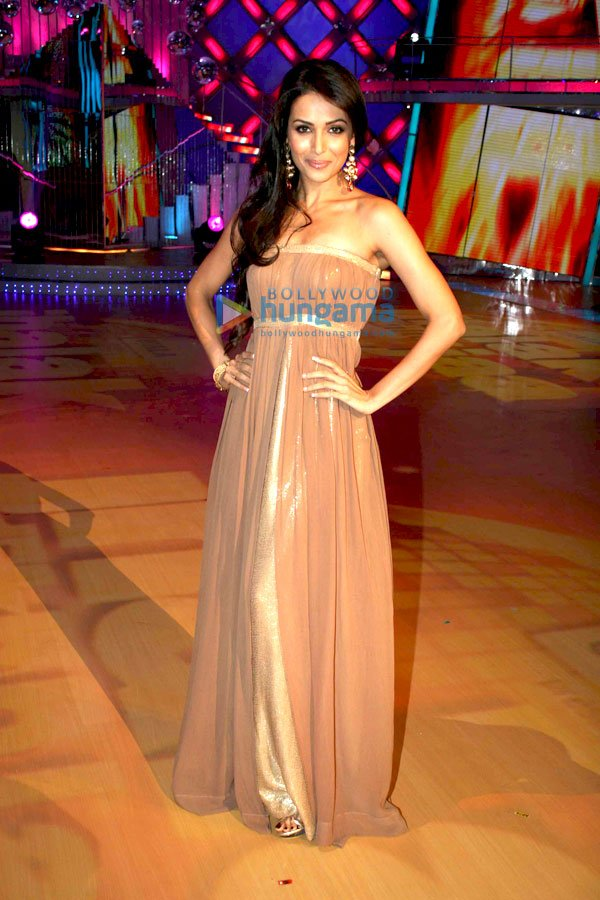 still2 Malaika Arora Khan on the sets of Jhalak Dikhlaja bollywood gallery 