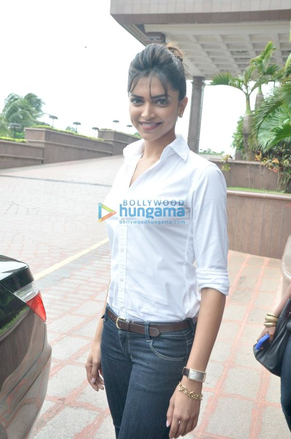 Deepika Padukone Luks Hot in WhiteShirt While Unveils the Namita ...