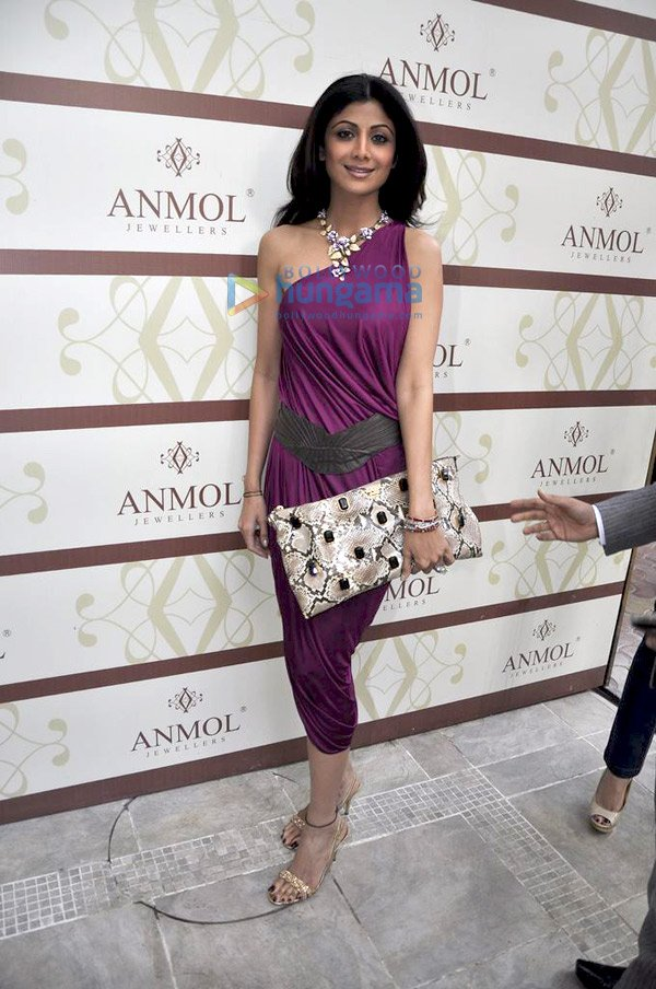 still4 Shilpa and Shamita Shetty at Anmol Jewellers preview bollywood gallery