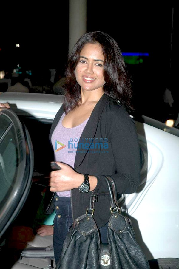 still1 Sameera Reddy snapped at the airport bollywood gallery