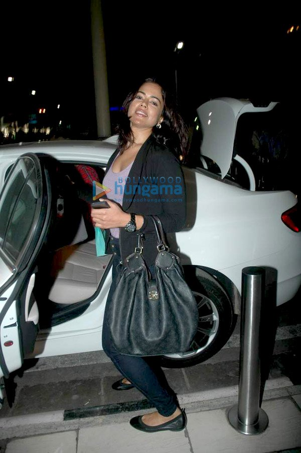 still3 Sameera Reddy snapped at the airport bollywood gallery