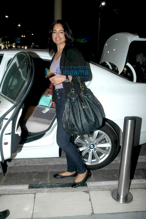 still4 Sameera Reddy snapped at the airport bollywood gallery