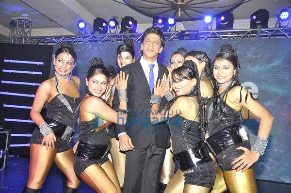 ... shahrukh khan and kareena kapoor ra one movie stills shah rukh khan
