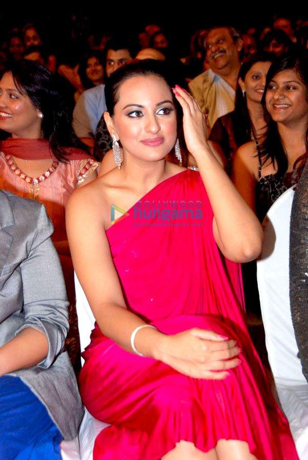 still19 - Pics : Bollywood Celebrities At Stardust Awards 20