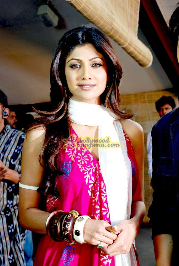shilpa shetty the desire movie stills on set young celebrity pictures. Black Bedroom Furniture Sets. Home Design Ideas