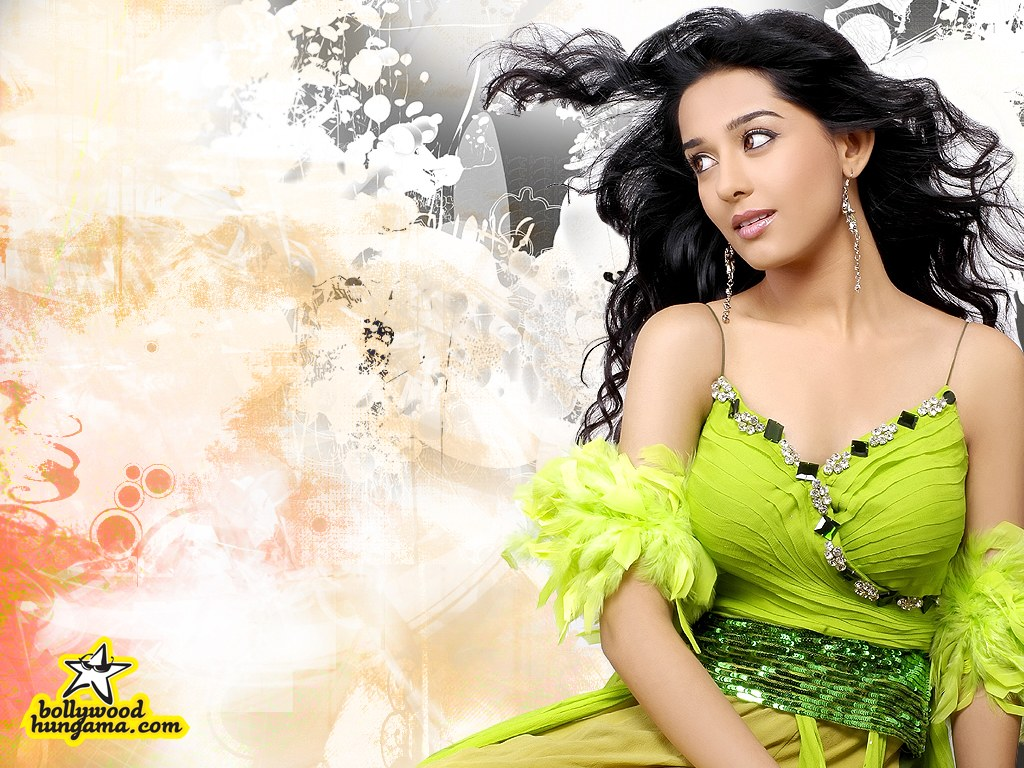 Hot Amrita Rao in Saree A
