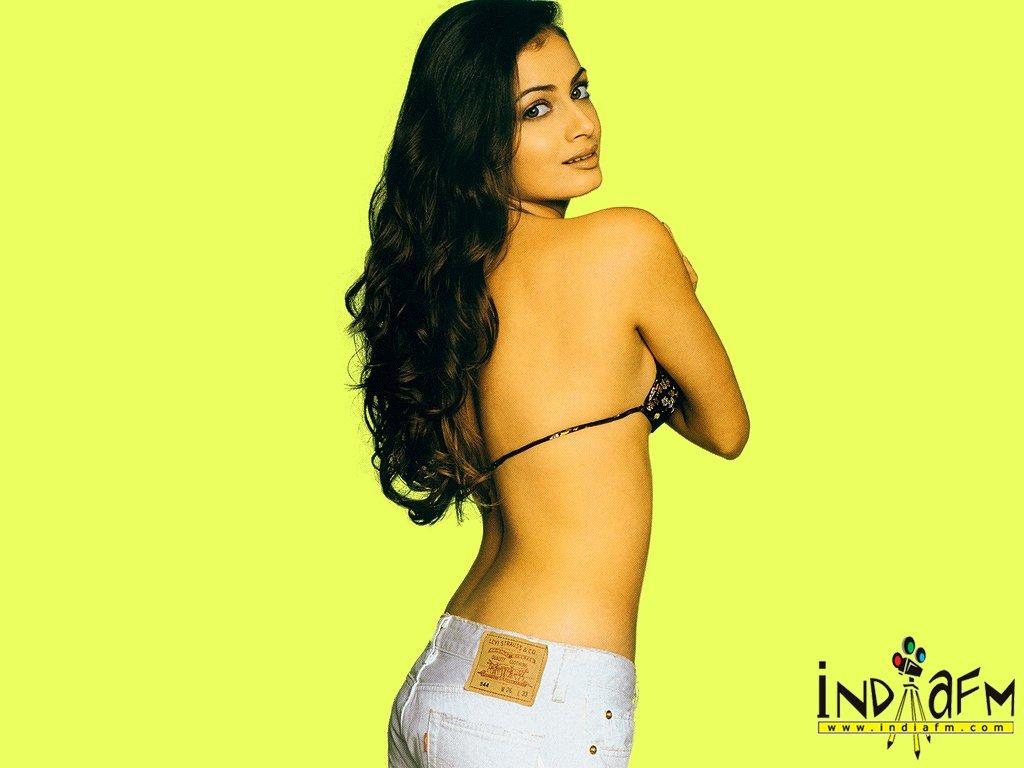 http://i.indiafm.com/posters/diyamirza/diya19.jpg