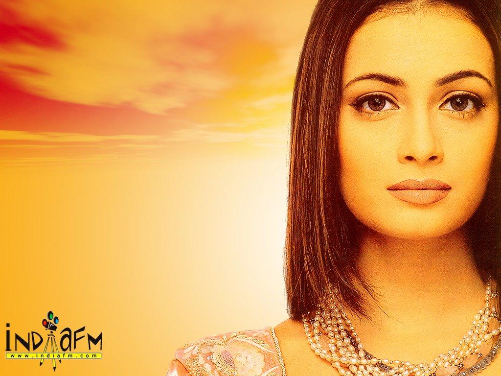 http://i.indiafm.com/posters/diyamirza/diya23.jpg