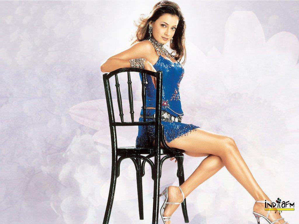 http://i.indiafm.com/posters/diyamirza/diya29.jpg