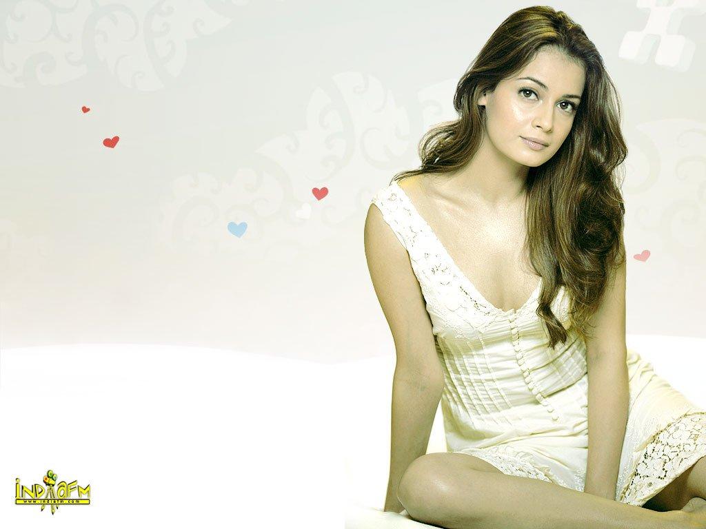 http://i.indiafm.com/posters/diyamirza/diya39.jpg