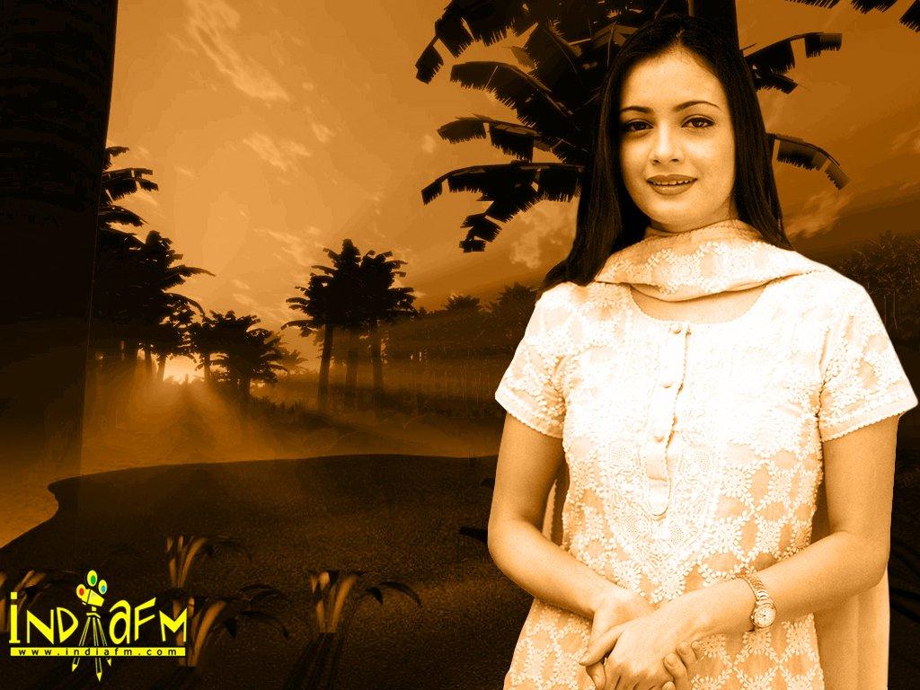 http://i.indiafm.com/posters/diyamirza/diya9.jpg