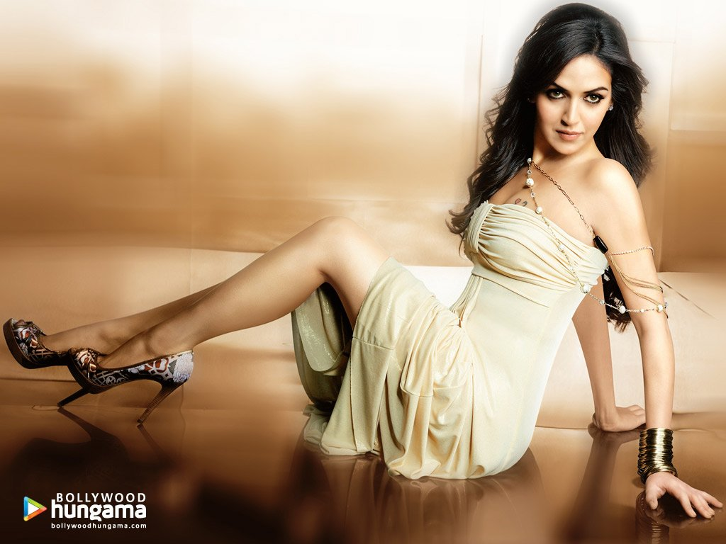 Daughter of Bollywood's golden couple, Dharmendra and Hema Malini, Esha Deol