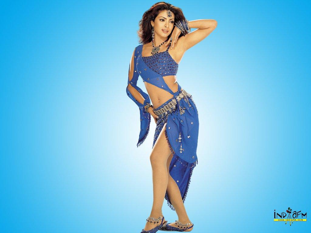 Sonakshi sinha in a Bikini | Sonakshi Sinha in a two piece bikin