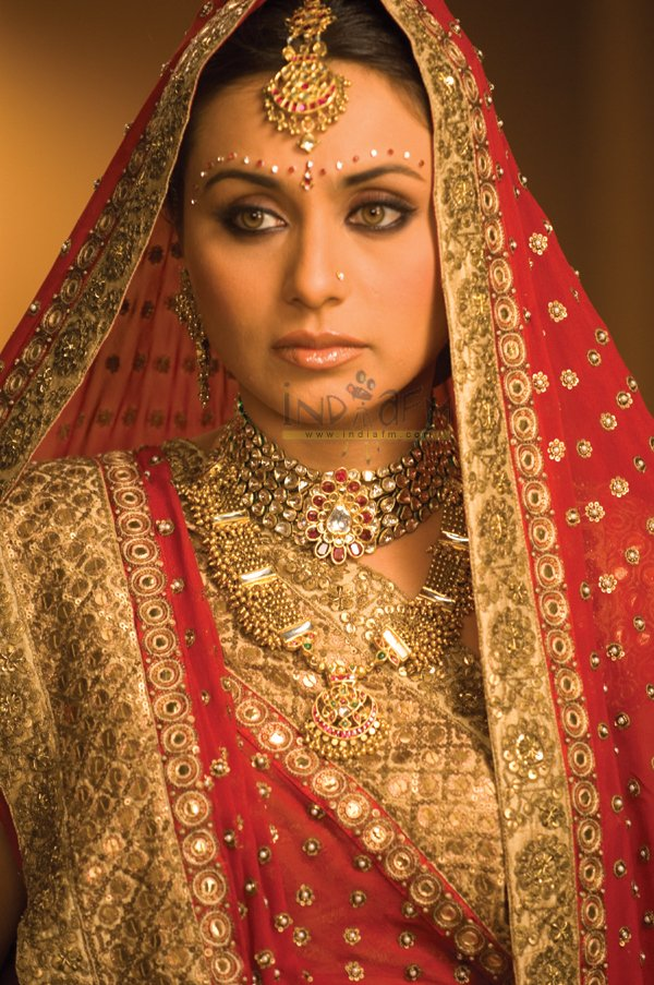 http://i.indiafm.com/stills/06/babul/still28.jpg