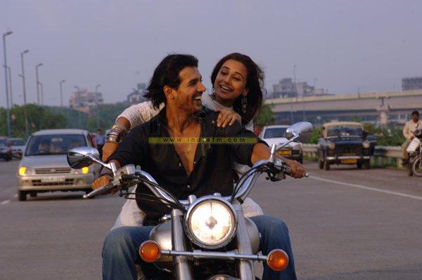 http://i.indiafm.com/stills/06/salaameishq/still61.jpg