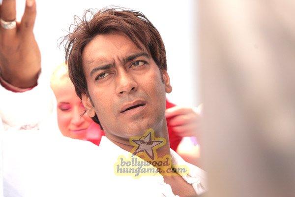 http://i.indiafm.com/stills/07/umeaurhum/still61.jpg