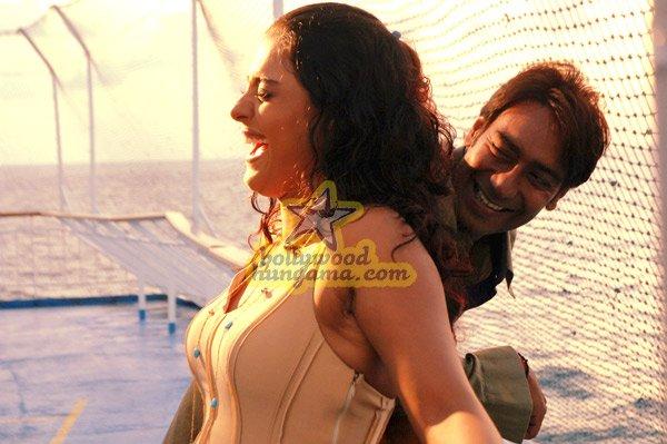 http://i.indiafm.com/stills/07/umeaurhum/still71.jpg